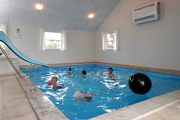 Sommerhus med indendørs pool marielyst