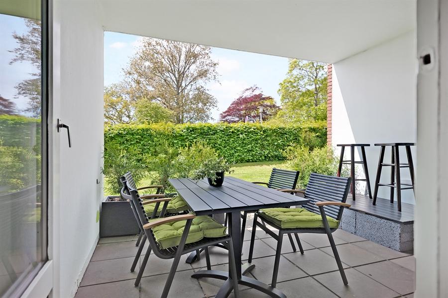 Privat overdækket terrasse til lejligheden