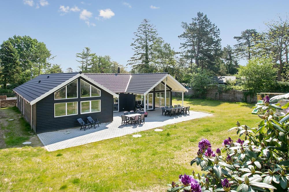 Sommerhus til 18 personer ved Liseleje