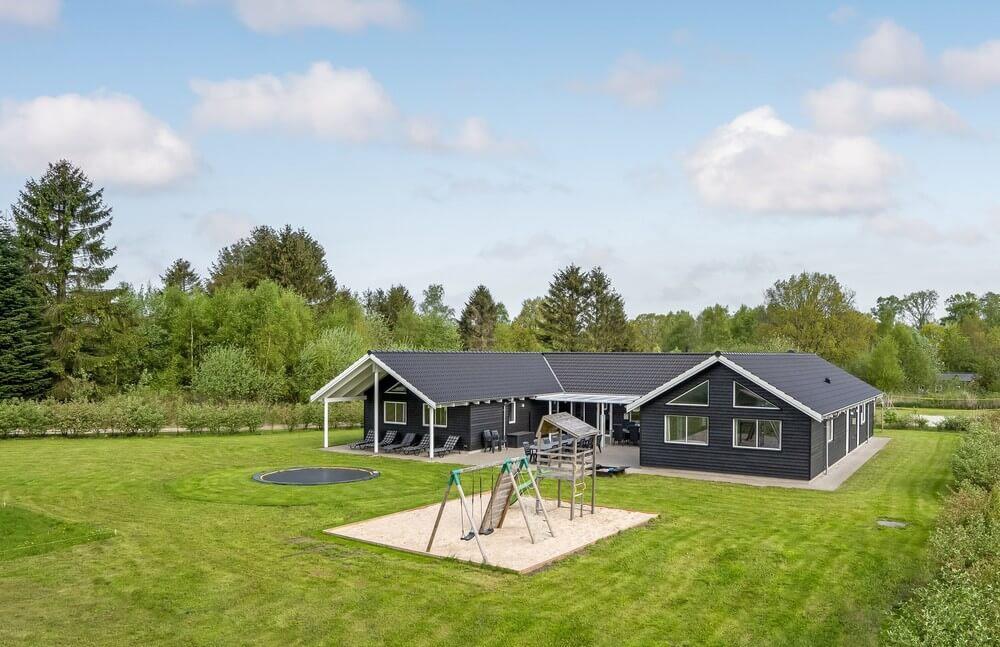 Sommerhus til 20 personer ved Fjellerup