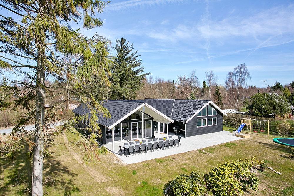 Sommerhus til 20 personer ved Udsholt Strand