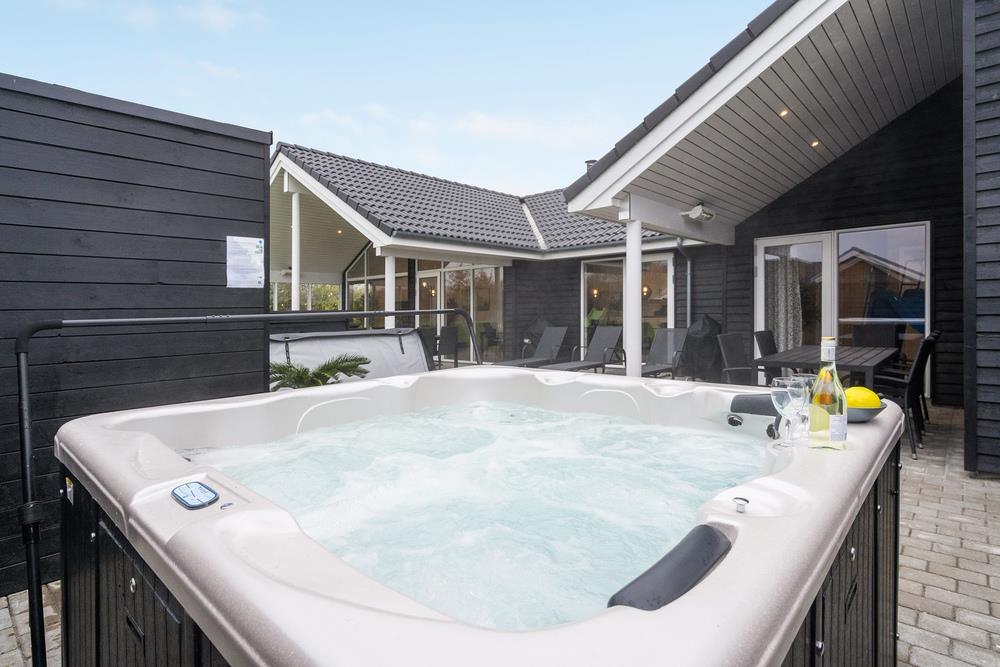 Sommerhus til 16 personer ved Mommark