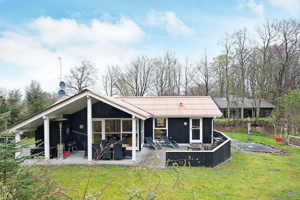 Sommerhus til 8 personer ved Glesborg