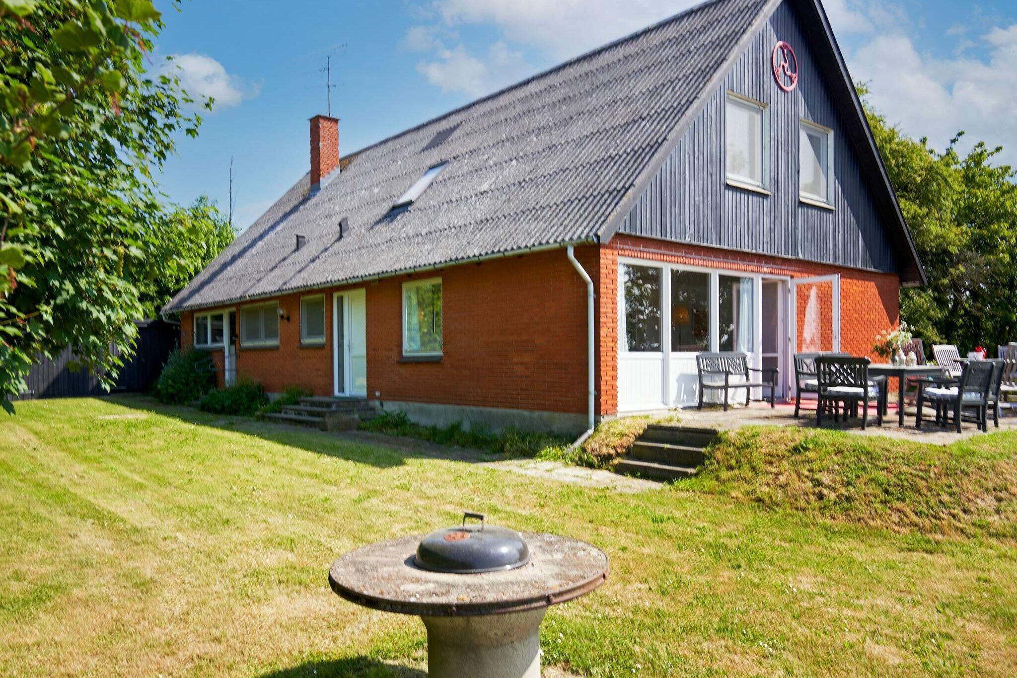 Sommerhus til 12 personer ved Åkirkeby
