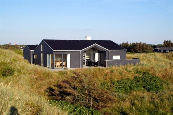 Dejligt sommerhus i Grønhøj strand, Nordjylland med havudsigt og spa, højt placeret i klitterne ...