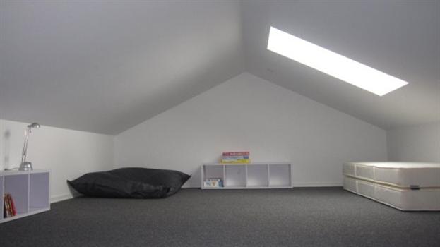 20 m2 hems med 2 springmadrasser.
