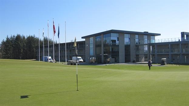 Klubhuset, restaurant og brasseriet på Lübker Golf Resort