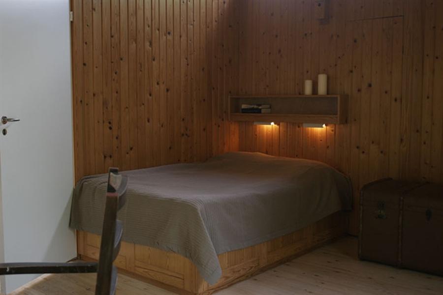 stort soveværelse - dobbeltseng