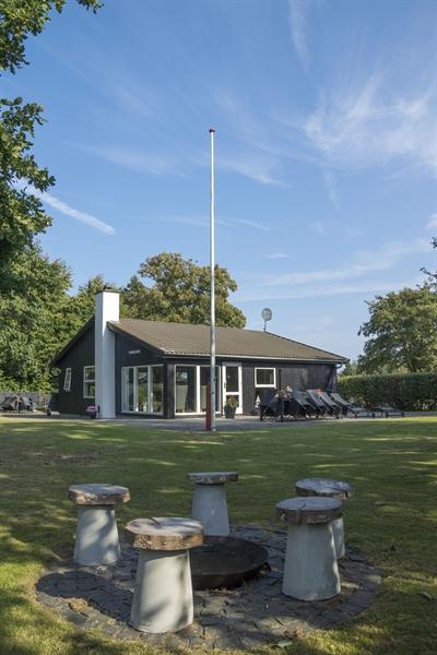 Sommerhus til 9 personer ved Fjellerup Strand