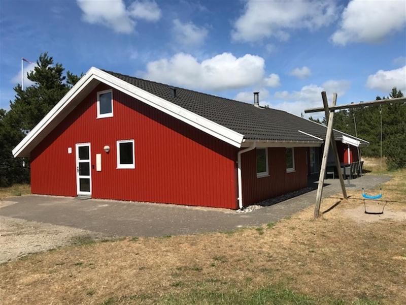 Poolsommerhus ved Houstrup til 12 personer