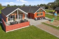 Sommerhus til 16 personer ved Købingsmark