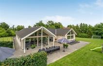 Sommerhus til 18 personer ved Tisvildeleje