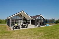 Sommerhus til 14 personer ved Saksild