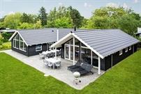 Sommerhus til 14 personer ved Tisvildeleje