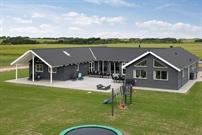 Sommerhus til 24 personer ved Hostrup Strand
