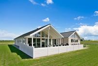 Sommerhus til 18 personer ved Hostrup Strand