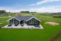 Sommerhus til 18 personer ved Bøjden