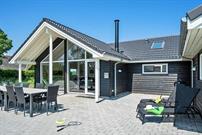 Sommerhus til 14 personer ved Råbylille strand